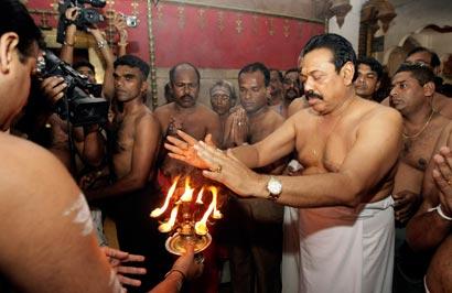 image Sri lanka local priest