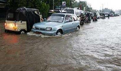 Roads flooded in Colombo