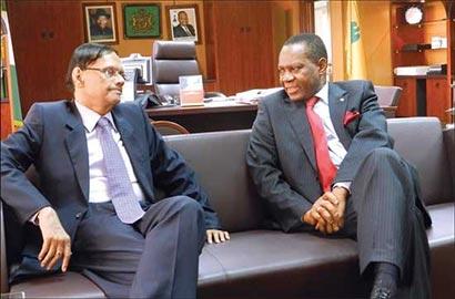 Professor G.L.Peris with Nigerian Foreign Affairs Minister Olugbenga Ayodeji Ashiru