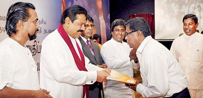President Mahinda Rajapaksa presented land deeds to over 2,000 beneficiaries under the one million housing project of the Janasevana Programme at a ceremony held at Temple Trees