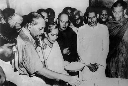 Ambedkar with Ven.Hammalawa Saddatissa at Nagpur