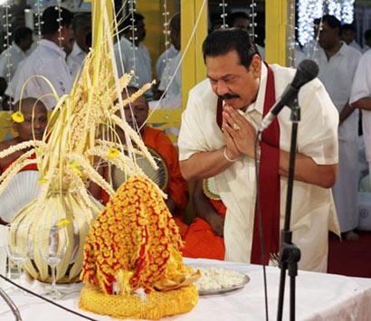 Sri Lanka President in Jaya Piritha chanting ceremony