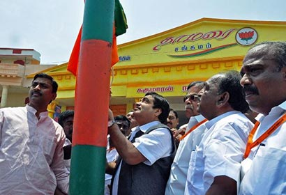 Nitin Gadkari, National president of BJP hoists the party flag on Thursday at BJP State Conference in Madurai.