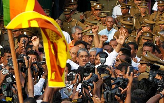 Sarath Fonseka released from Welikada prison