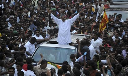 Sarath Fonseka with huge crowd