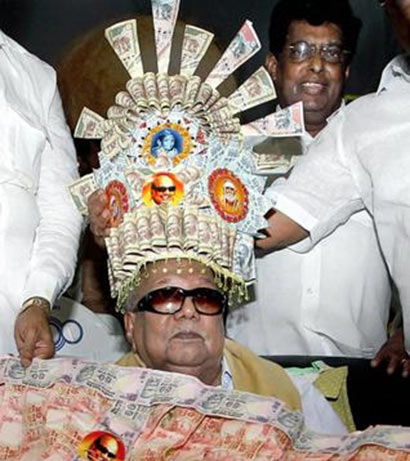 Karunanidhi currency crown and garland