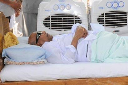 Karunanidhia fasting against Sri Lanka war