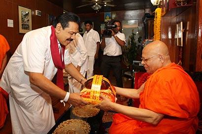 President Mahinda Rajapaksa visits Rangiri Dambulla