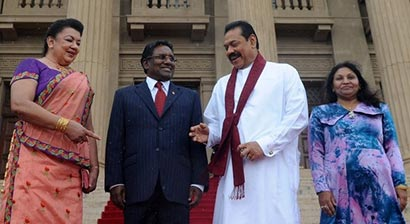 Sri Lanka President Mahinda Rajapaksa with Maldives President Mohamed Waheed in Colombo - Sri Lanka