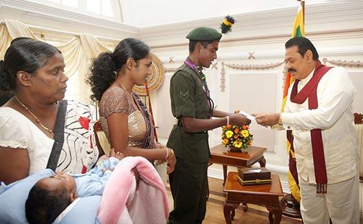 Lance Corporal Pradeep Sanjaya met President Mahinda Rajapaksa