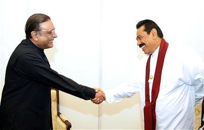 Pakistan's President Asif Ali Zardari with Sri Lanka President Mahinda Rajapaksa