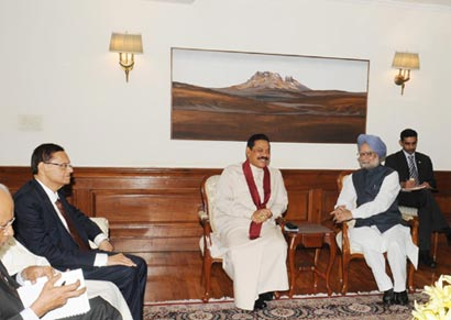 President Mahinda Rajapaksa meets PM Manmohan Singh