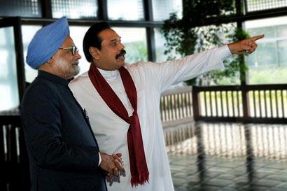 Sri Lanka President Mahinda Rajapaksa with India Prime Minister Manmohan Singh