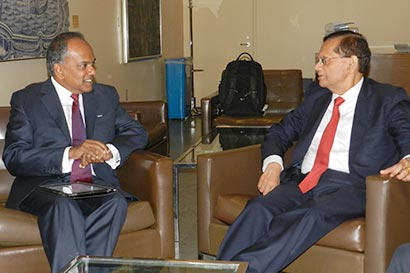 Prof Peiris meets Foreign Minister of Singapore
