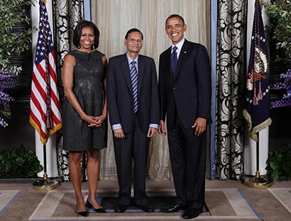 Prof. G.L.Peiris with US President Barack Obama