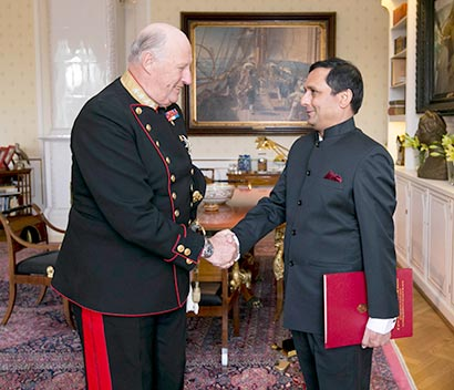 Ambassador designate of Sri Lanka presents Credentials to  the  King of Norway