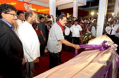 President Mahinda Rajapaksa at Southern Expressway's Travel Service Centre
