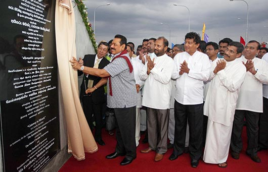 President Rajapaksa declares open Sri Lanka's first Travel Service Centre on an Expressway