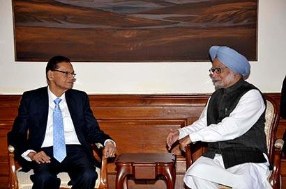 Minister Peiris calls on Prime Minister Manmohan Singh