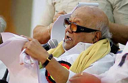 Karunanidhi slams Pranab's remarks on Sri Lanka