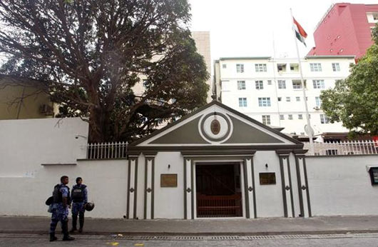 Nasheed leaves Indian embassy after 'deal'