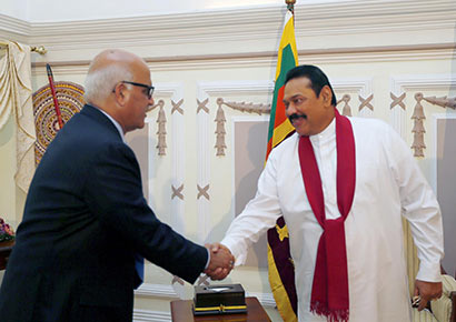 President Mahinda Rajapaksa met World Bank's Executive Director for Sri Lanka, India, Bangladesh and Bhutan Mr. Mukesh Prasad