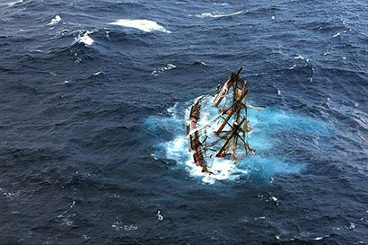 Pirates sink ship, Lankan crew feared dead