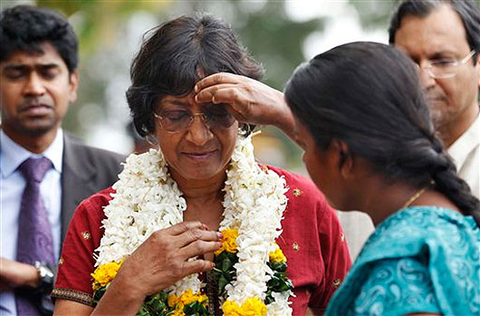 Navi Pillay visits former war zone in Sri Lanka