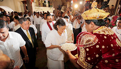 The visiting princesses of Japan and Thailand paid homage to Sri Dalada Maligawa (Temple of the Tooth) in Kandy