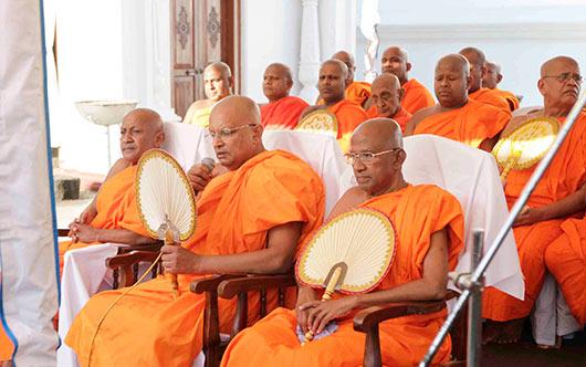 President Rajapaksa declares open the Wahalkada at Tissamaharama Raja Maha Viharaya