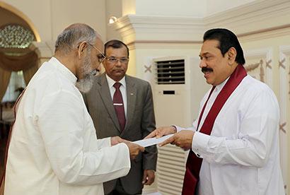 Northern Province CM C.V.Vigneswaran takes oath before President Rajapaksa