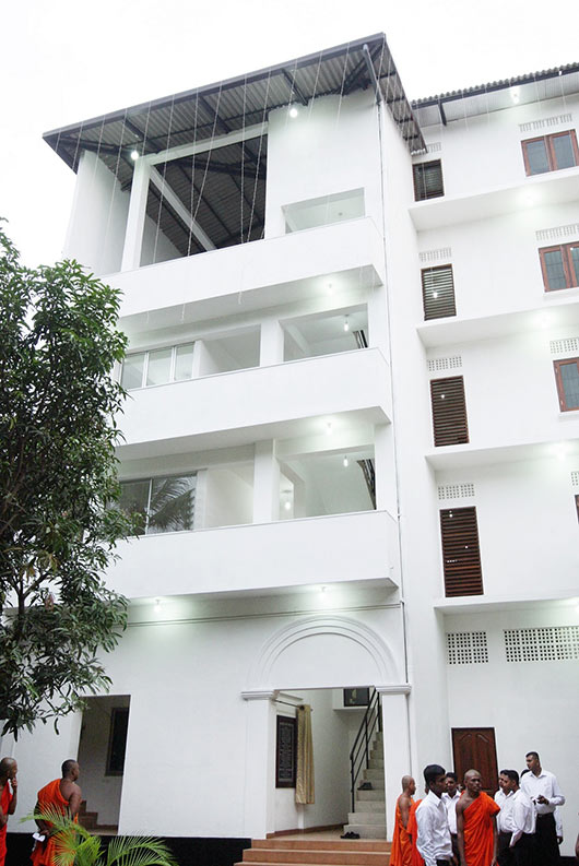 Pepiliyana Sunethra Devi Pirivena builds seven storied Bikku Hostel
