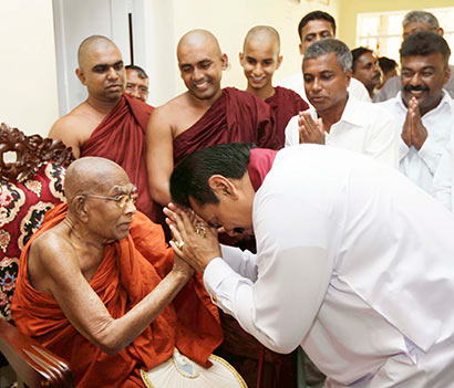 President felicitates Weligama Gnanarathana Thera on his 101st birthday