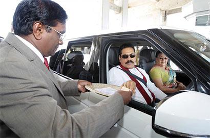President declares open Colombo - Katunayake Expressway