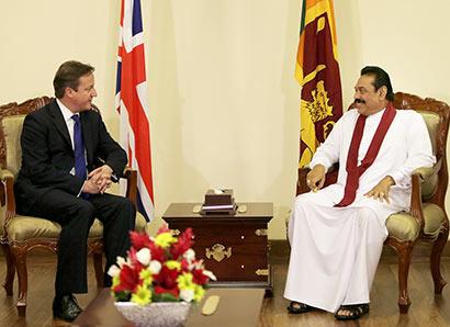 British Prime Minister David Cameron met Sri Lanka President Mahinda Rajapaksa