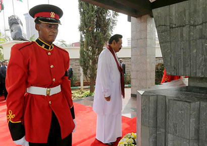 Sri Lankan President Mahinda Rajapaksa paid floral tribute to the father of the independent Kenya- former President Jemo Kenyatta