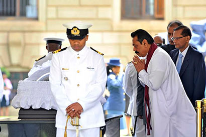 Sri Lanka President Rajapaksa pays last respects to late South Africa leader Nelson Mandela