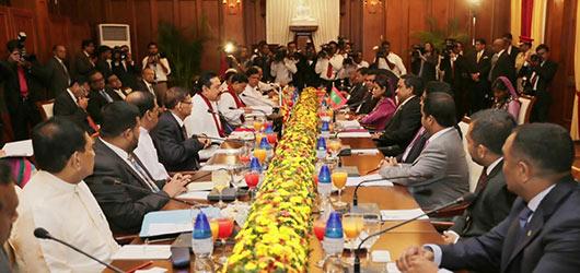 Maldivian President Abdulla Yameen Abdul Gayoom met Sri Lanka President Mahinda Rajapaksa