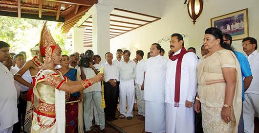 aurudu-nekath-seettuwa-to-president-mahinda-rajapaksa-2