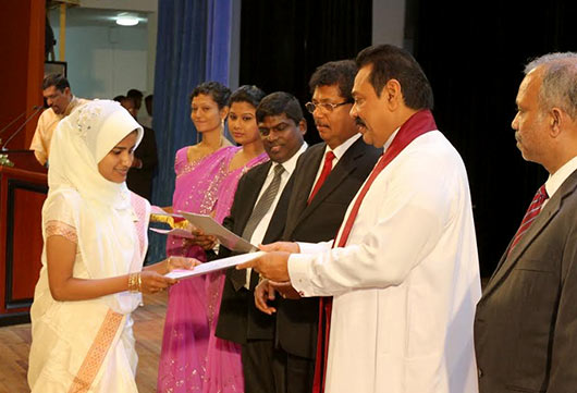Handing over of letters of appointment to Banking Assistants newly recruited to the People's Bank at the BMICH in Colombo by President Mahinda Rajapaksa