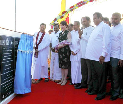 The President declares open the Manmunai Bridge linking Batticaloa and Ampara Districts