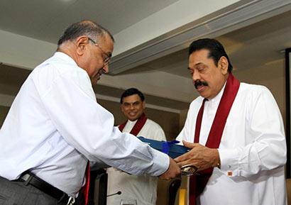 P.B.Jayasundara with President Mahinda Rajapaksa