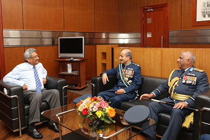 Pakistan Air Force chief Air Chief Marshal Tahir Rafique Butt called on Secretary of Defence Gotabaya Rajapaksa