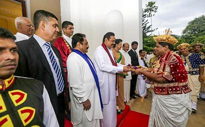 Diyawadana Nilame hands over the Sannasa to the President