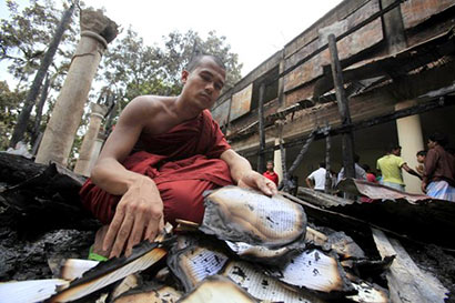 Attack on buddhist temple in Burma