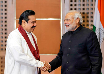 Sri Lanka President Mahinda Rajapaksa with Indian Prime Minister Narendra Modi