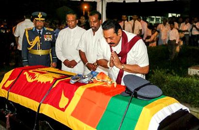 President Rajapaksa Pays His Last Respect to Squadron Leader Wasantha Abeywardena