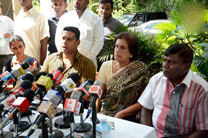 Six UPFA members pledge support to Maithripala