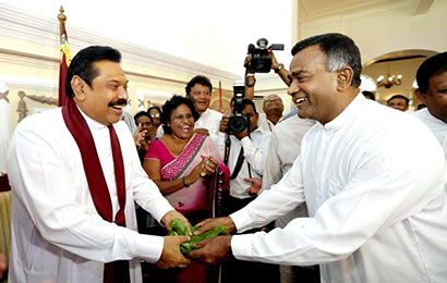 Thissa Attanayake with President Mahinda Rajapaksa