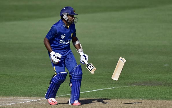 Mahela Jayawardene's bat breaks on impact, Afghanistan v Sri Lanka, World Cup 2015